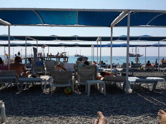 Sailor's Beach Club: Deniz kenarı