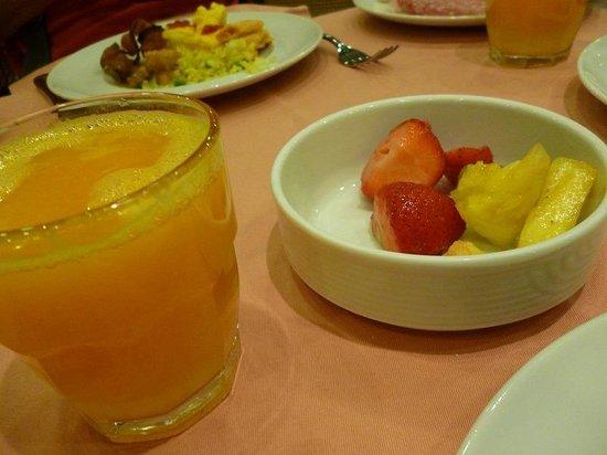 Michelangelo Hotel: 生絞りオレンジは最高でした