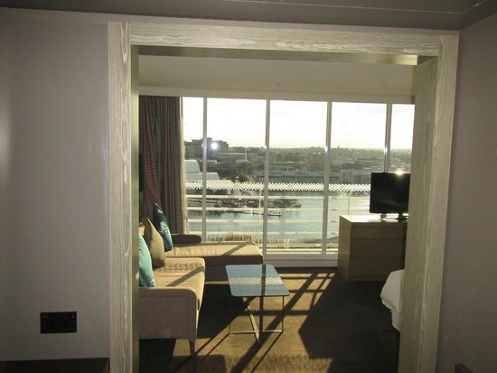 Hyatt Regency Sydney: Harbor view room showing the view from the doorway into the room