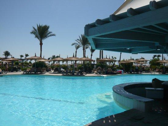 Coral Sea Waterworld Resort: Pool