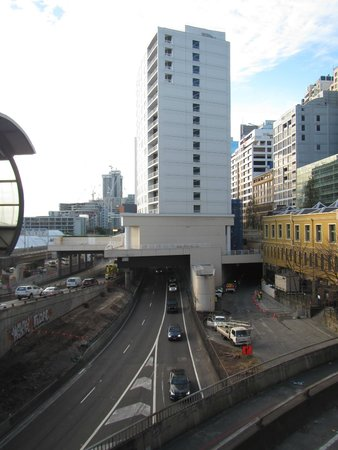 Four Points by Sheraton Sydney, Darling Harbour: Looking at the Four Point Hotel from the side, it has a road going under it.