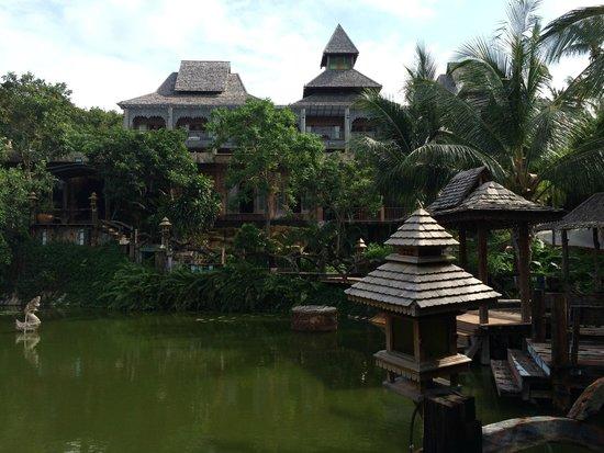 Santhiya Koh Phangan Resort & Spa: Vu du petit étang, très jolie !