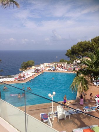 Sun Club El Dorado : The main bottom pool area, lovely snack bars around this one and great views