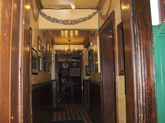 Brazenhead Pub: Brazenhead, hallway