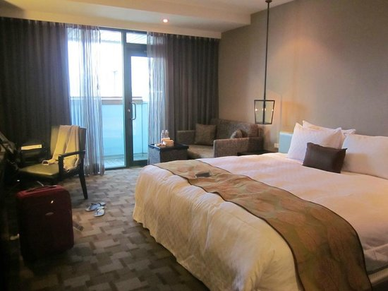 Pacific Business Hotel: Its really not spacious for Junior Suite :(