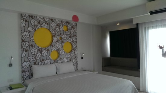 Samui Verticolor: Nice big room with balcony and views