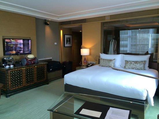 Sofitel Bangkok Sukhumvit: Club Millesime corner room