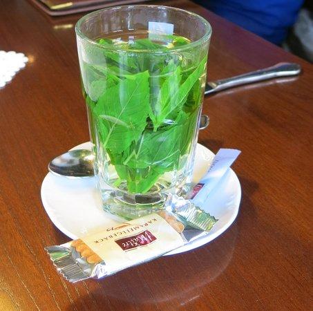 Burgschaenke: duftender Tee aus Minze