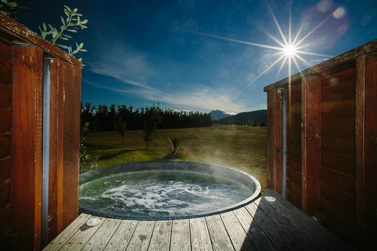 Mountain Range Boutique Lodge: Hot tub