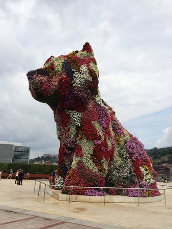 Guggenheim-Museum Bilbao: Dog of flowers.