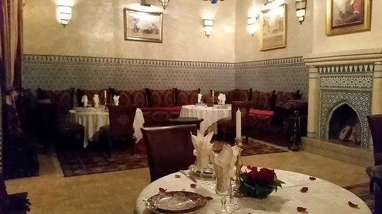 Riad Kniza: Dining