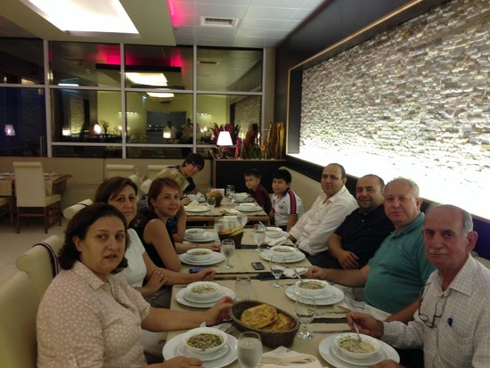 Grand Lounge Turkish Cuisine: happy famıly