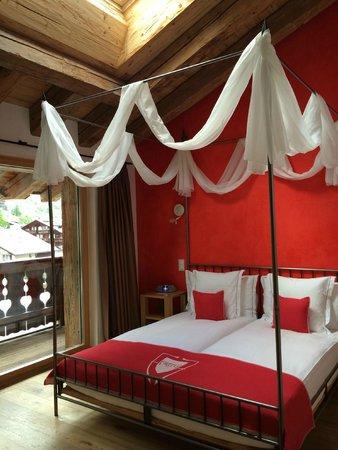 Hotel Firefly: Schlafzimmer mit Dachfenster