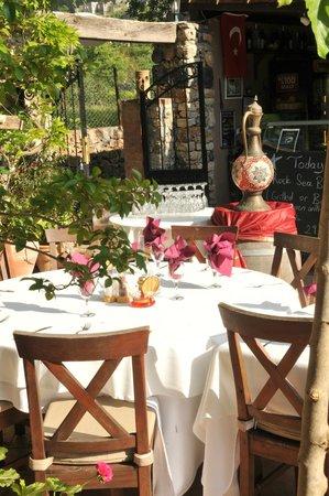 Izela Restaurant: Charming Setting