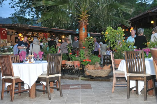 Izela Restaurant: Bar Area