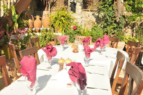 Izela Restaurant: Alfresco Courtyard