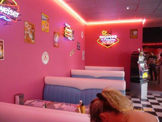 Déco géniale!! - Picture of Twist Diner Cafe, Saint-Jean-de-Monts ...