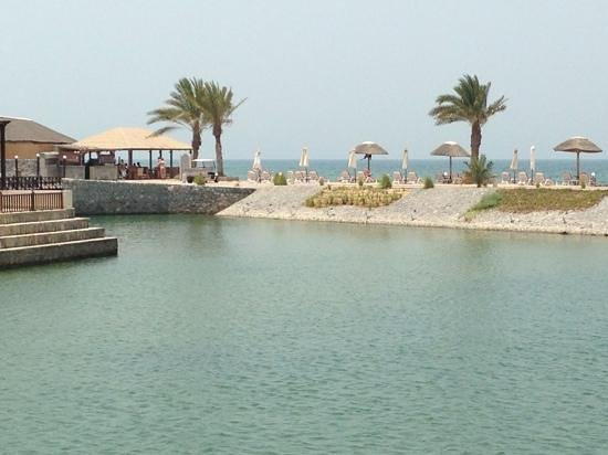 Cove Rotana Resort Ras Al Khaimah : beach Bar from Villa