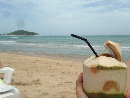 Nikki Beach Resort & Spa: Strand direkt am Hotel