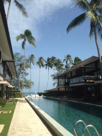 Nikki Beach Resort & Spa: Pool vor den Zimmern
