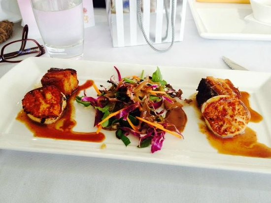 Blu Grill: Pork belly and scallops