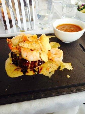 Blu Grill : Eye fillet and prawns