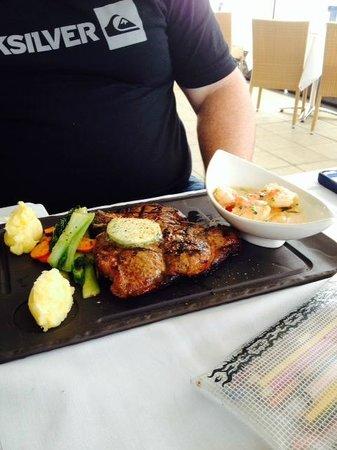 Blu Grill : Special 600g T-bone steak with prawns on the side