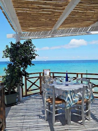 To Ladofanaro on the Beach: The best place to relax and try out the delicious dishes