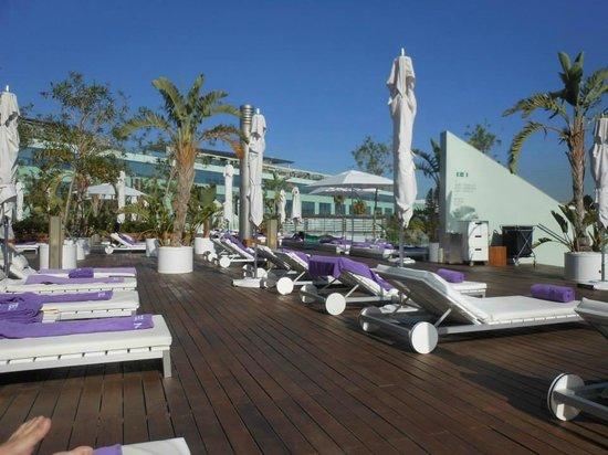 W Barcelona: pool area
