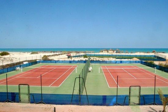 SunConnect Djerba Aqua Resort: terrain de tennis en quick