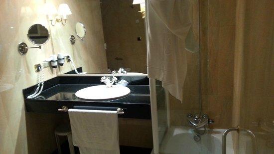 Gran Hotel San Martin: Baño