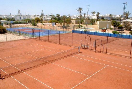 SunConnect Djerba Aqua Resort: court de tennis terre battue