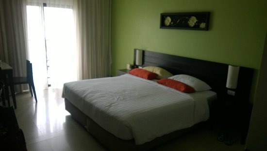 Deevana Plaza Phuket Patong: King sized bed. Nice