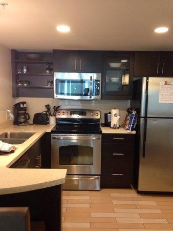 Oceanaire Resort Hotel : Kitchen one bed suite