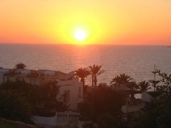 Theo Sunset Bay Holiday Village: Вид с балкона апартаментов