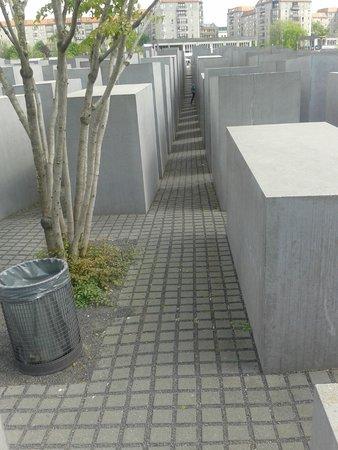 Berlinitaliano : Particolare del monumento alla vittime della Shoah