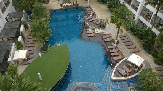 Deevana Plaza Phuket Patong : Pool view from 654