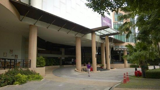 Deevana Plaza Phuket Patong : Hotel entrance
