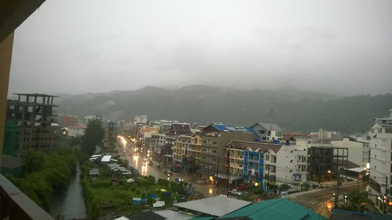 Deevana Plaza Phuket Patong : rear view of hotel