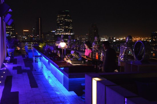 Mode Sathorn Hotel: Rooftop bar!!!