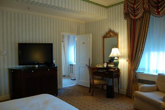 Waldorf Astoria New York: Good room layout.
