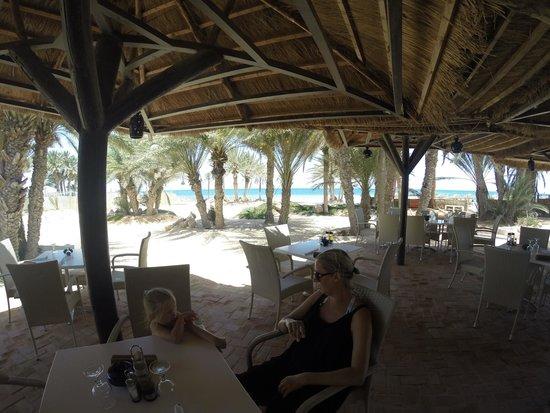Odyssee Resort & Thalasso : le restaurant  de la plage pour les grillades le midi, nickel.