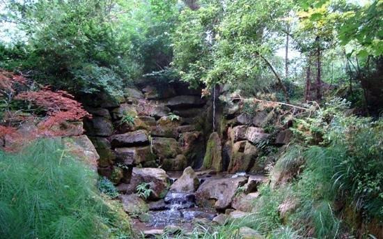 Abbey House Gardens: The lower garden near the river