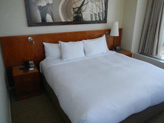 Millenium Hilton: Bedroom
