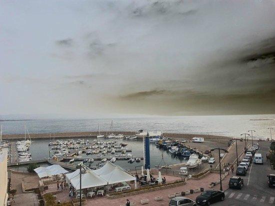 Hotel Corallo : Vue du port depuis la chambre