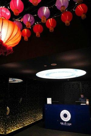 The Porcelain Hotel : Lobby