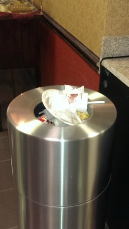 Comfort Suites - Georgetown: Yes we have trash!