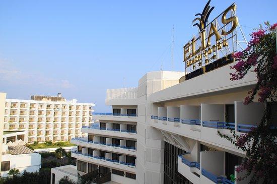 Elias Beach Hotel: Vordere Hotelfront