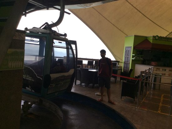 Langkawi Sky Cab : Sandwich shop at the top