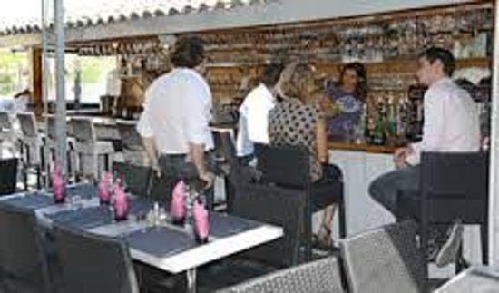 La Pigouille - Bar a Huitres : ON ATTEND AU BAR